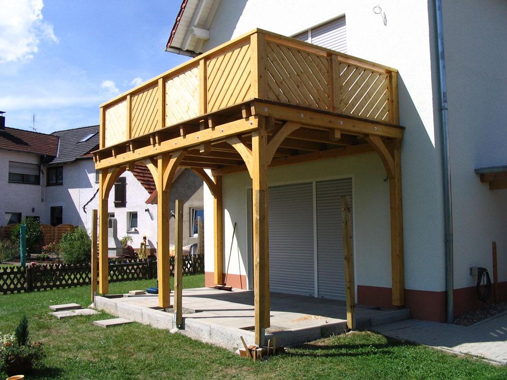 balkone aus holz erh hen die lebensqualit t sei es im landhaus stil alpenland balkone und. Black Bedroom Furniture Sets. Home Design Ideas